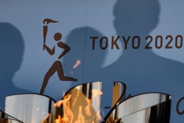 La llama olímpica permanecerá en la capital japonesa, en una inusualmente extensa estadía.