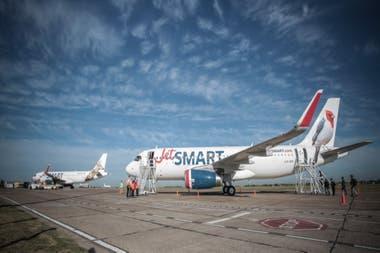 En JetSmart redujeron los sueldos en un promedio de 30% para subsistir a la crisis