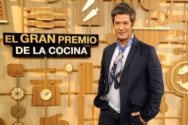 Mauricio Asta es uno de los jurados de El gran premio de la cocina, un formato que conquistó a la audiencia de las tardes de eltrece