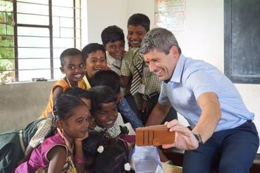 Markus Merk, en uno de sus desarrollos solidarios en India