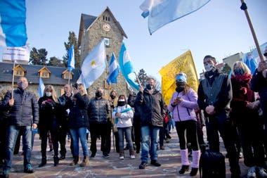 La protesta en Bariloche, frente al Centro Cívico