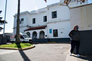 En el Hospital Roque Saénz Peña los médicos hicieron una protesta con carteles advirtiendo que la guardia está colapsada