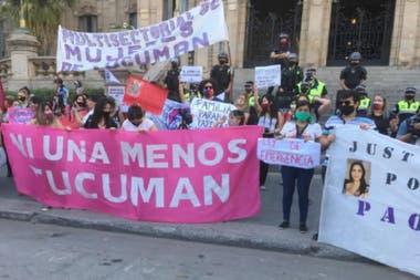 Marcha en Tucumán por el femicidio de la docente salteña Paola Estefanía Tacacho