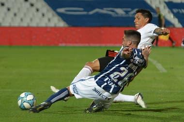 En su provincia, el mendocino Pérez jugó como en los viejos tiempos: un 8 de ida y vuelta, con riesgo físico.