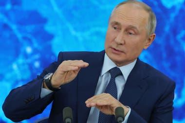 """La vacuna es """"un buen negocio con un componente humanitario claro"""", dijo Putin"""
