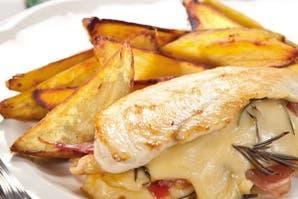Pechugas de pollo con jamón crudo, queso y batatas