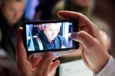 Encuentran Autofotos De Desnudos En Teléfonos Android Usados La Nacion