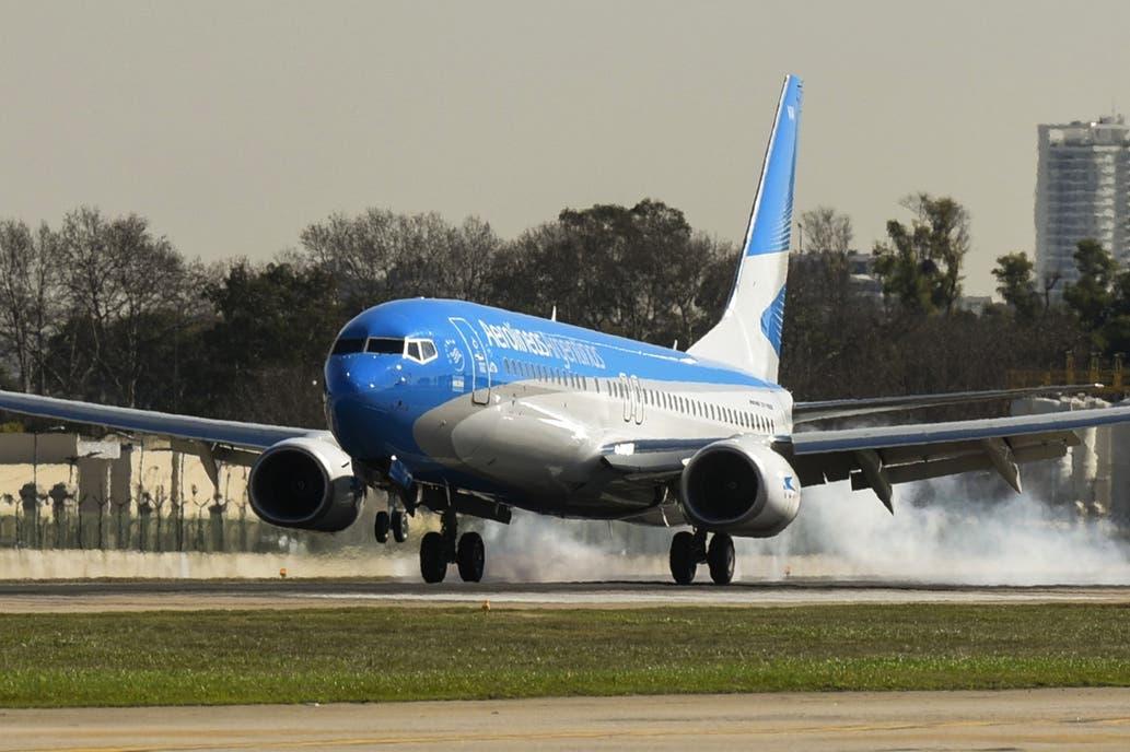 De las 81 aeronaves, 13 quedaron paradas por el granizo caído en Buenos Aires