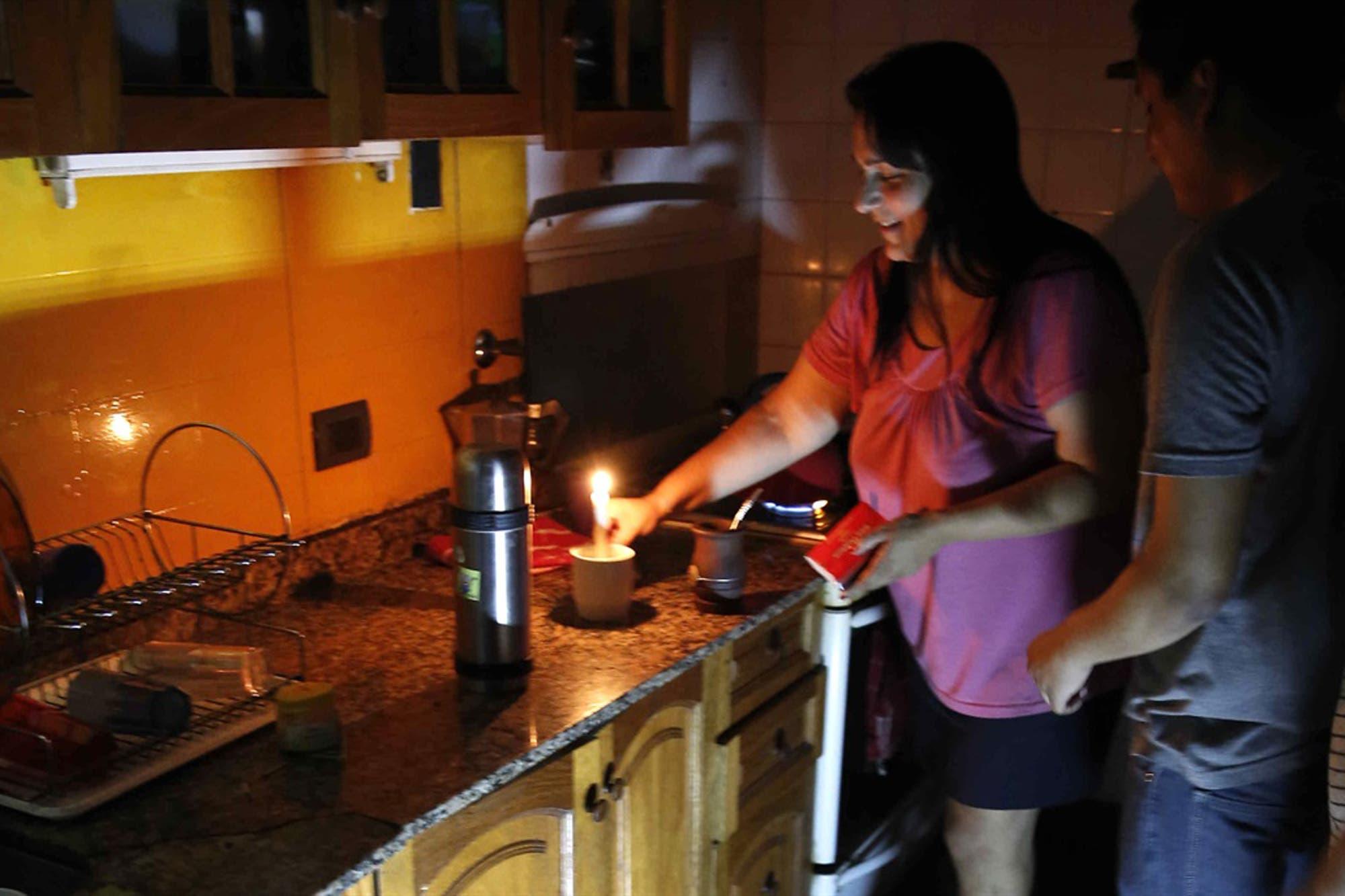 Hay más de 65 mil usuarios sin luz en Buenos Aires por el temporal