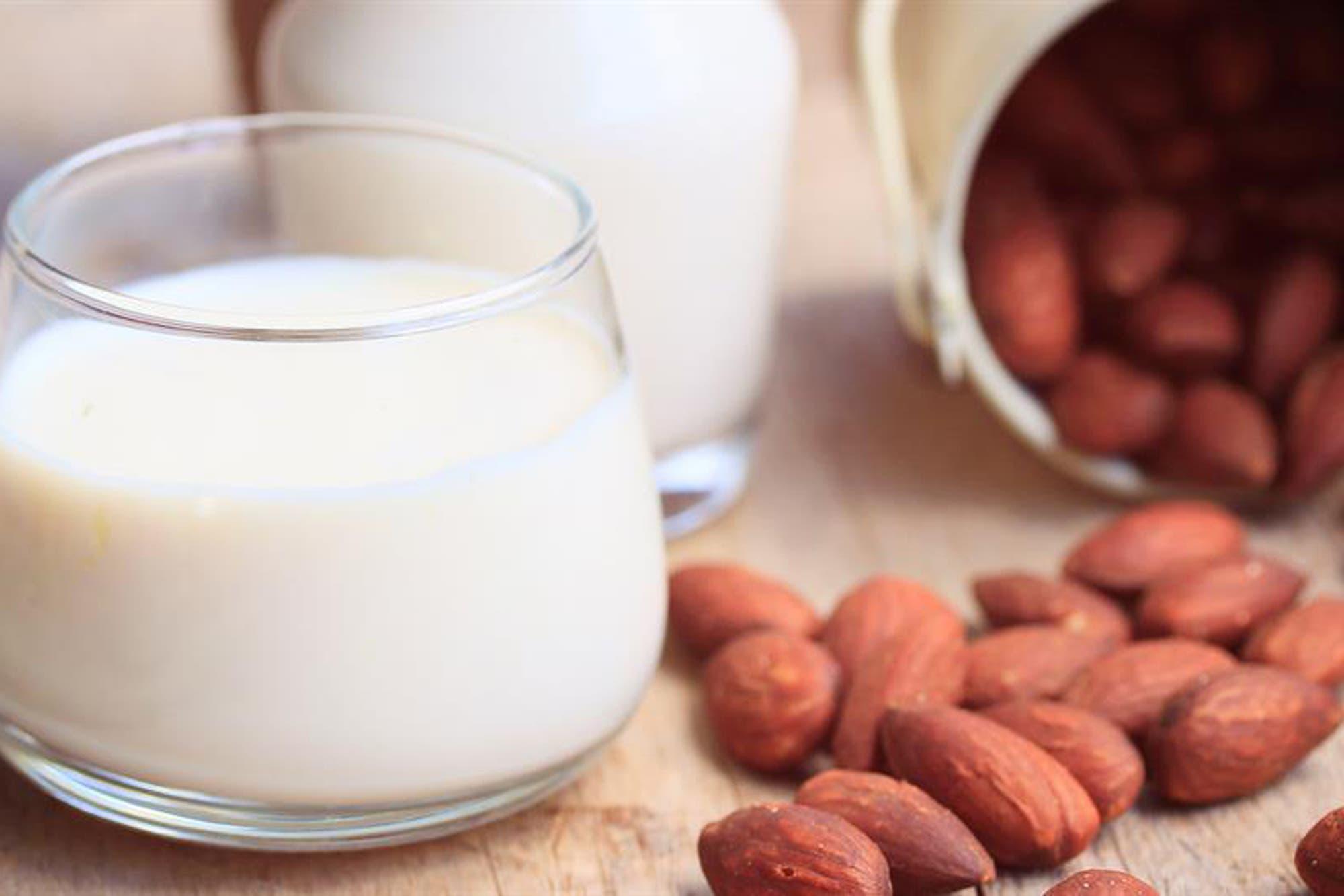 La Anmat prohibió la comercialización de una bebida de almendras, entre otros productos