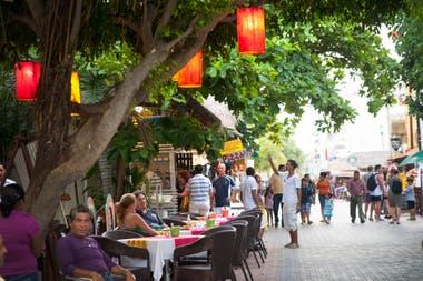 La Quinta Avenida en el centro de Playa del Cármen
