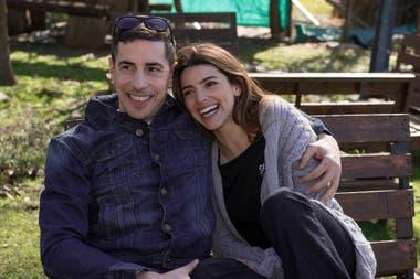 Vito (Esteban Lamothe) y Luciana (Calu Rivero), una pareja que entrará en conflicto con la llegada de Luis (Federico Amador)