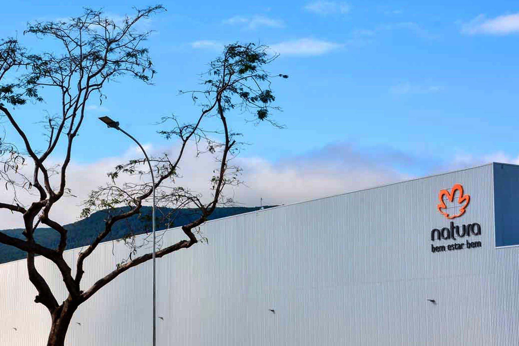 El grupo brasileño Natura &Co anunció la adquisición de Avon