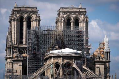 Una imagen muestra la catedral de Notre Dame de París, el 12 de mayo de 2019, mientras se están realizando trabajos de construcción para asegurar el sitio que fue gravemente dañado por un gran incendio en abril pasado