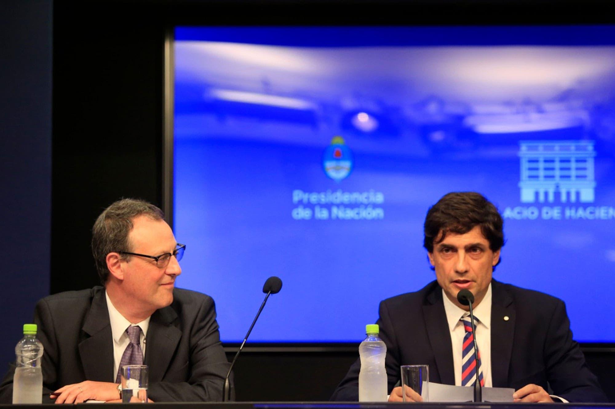"""""""El dólar y la inflación ya están demasiados elevados"""", dijo Hernán Lacunza"""