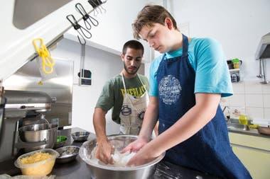 Iván Jourdan-Gassin trabaja en una empresa de comidas congeladas