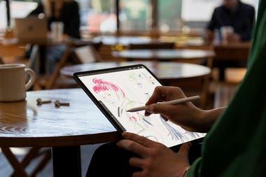 Microsoft fue la primera en desarrollar una tableta con teclado y stylus, pero las últimas actualizaciones del iPad permitieron evolucionar las prestaciones de la tableta de Apple