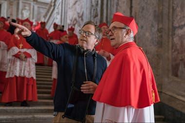 Fernando Meirelles dirigiendo a Jonathan Pryce como el cardenal Bergoglio en Los dos papas, película original de Netflix