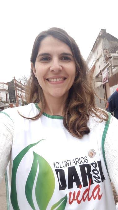 """Natalia junto a los voluntarios de """"Dar Nos Da Vida"""" busca visibilizar la problemática de las personas que están en lista de espera."""