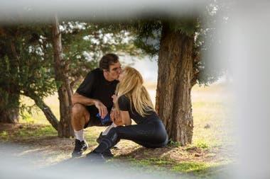 Tras la rutina de entrenamiento, hubo tiempo para reponer energía con un beso.