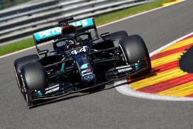 La supremacía de Hamilton no distingue de rivales: el británico apabulla también a su compañero de garaje, Valtteri Bottas; las estadísticas marcan que lo doblega 5-2 en las qualy y 5-1 en victorias