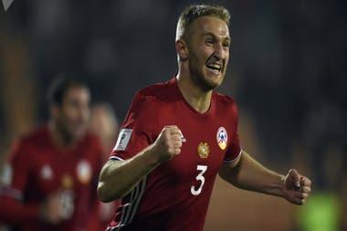 El ejército de Armenia convocó a los menores de 40 años y Varazdat Haroyan, el capitán del seleccionado, abandona el fútbol para enrolarse.