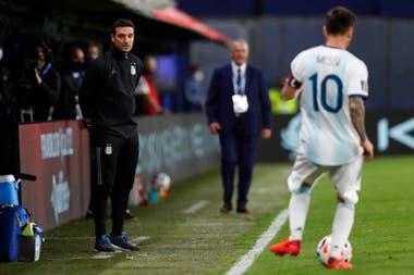 Lionel Scaloni y Lionel Messi, ayer compañeros... y hoy también, pero en otras funciones; compartieron el plantel argentino en Alemania 2006, Scaloni integró el cuerpo técnico de Sampaoli en Rusia 2018 y ahora, juntos, planean llegar a Qatar 2022