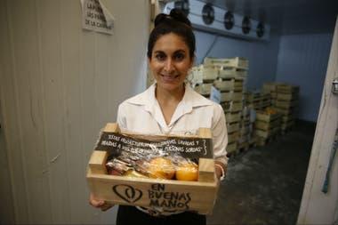 Florencia Franco es asistente de logística en un servicio de bandejas con fruta fresca preparadas y distribuidas por personas con discapacidad auditiva. Para ella trabajar es sentirse realizada