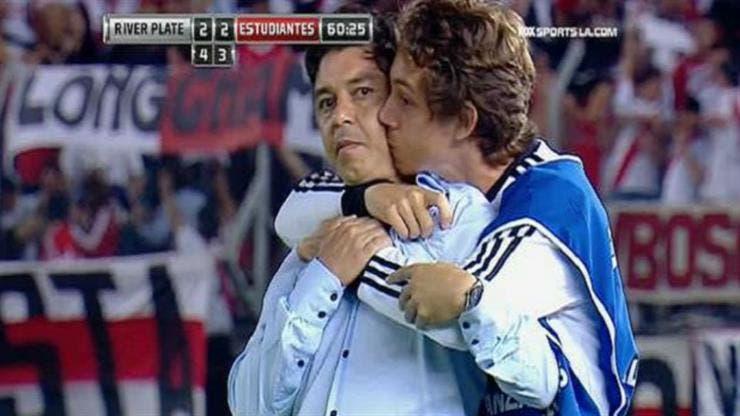 El emotivo abrazo de Marcelo Gallardo con su hijo Matías: cómo vivir triunfos en familia