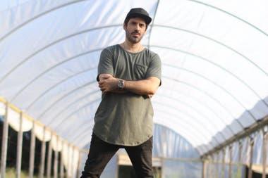 El chef de Buenos Aires Verde, en la huerta orgánica