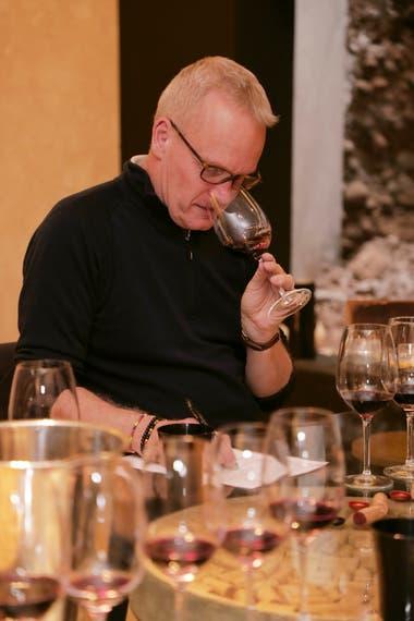 """""""No hay muchos vinos argentinos que tengan mejor sabor luego de 20 años en botella que el que pudieron tener entre cinco y ocho años de envejecimiento"""", dice Atkin sobre la decisión de dejar añejar mucho un vino"""