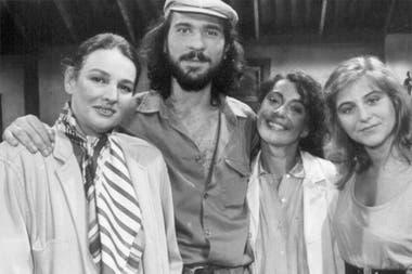 """Los protagonistas del primer episodio de Atreverse, """"Alta en el cielo"""": Mujica, Daría Grandinetti, Alicia Bruzzo y Emilia Mazer"""