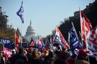 Simpatizantes de Donald Trump marcharon para apoyarlo, tras las elecciones en las que se impuso Joe Biden