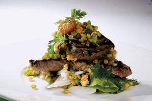 Bife angosto con ensalada de legumbres