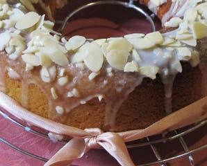 Torta almendrada con leche condensada y glacé de limón