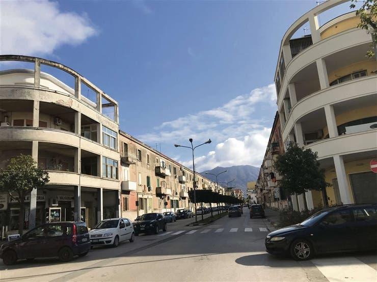 En Pomigliano d´Arco abundan las viviendas humildes y algunos monoblocks