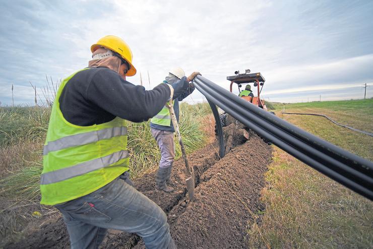 El bendito cable: avance de la red de fibra óptica -la mejor tecnología digital- entre Mar de Ajó y San Bernardo; faltan 8000 kilómetros para que llegue a todo el país