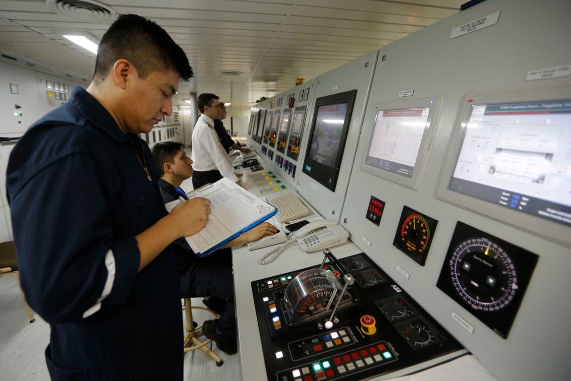 Así es la sala de máquinas del ARA Almirante Irízar