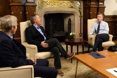 Pese al ajuste, Macri dio instrucciones para sostener el plan de infraestructura de este año; recibió al gobernador Schiaretti