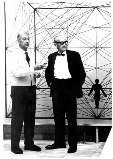 Walter Gropius (derecha), un veterano de la Primera Guerra Mundial, fue impulsor de la escuela Bauhaus. A la izquierda, el diseñador Herbert Bayer