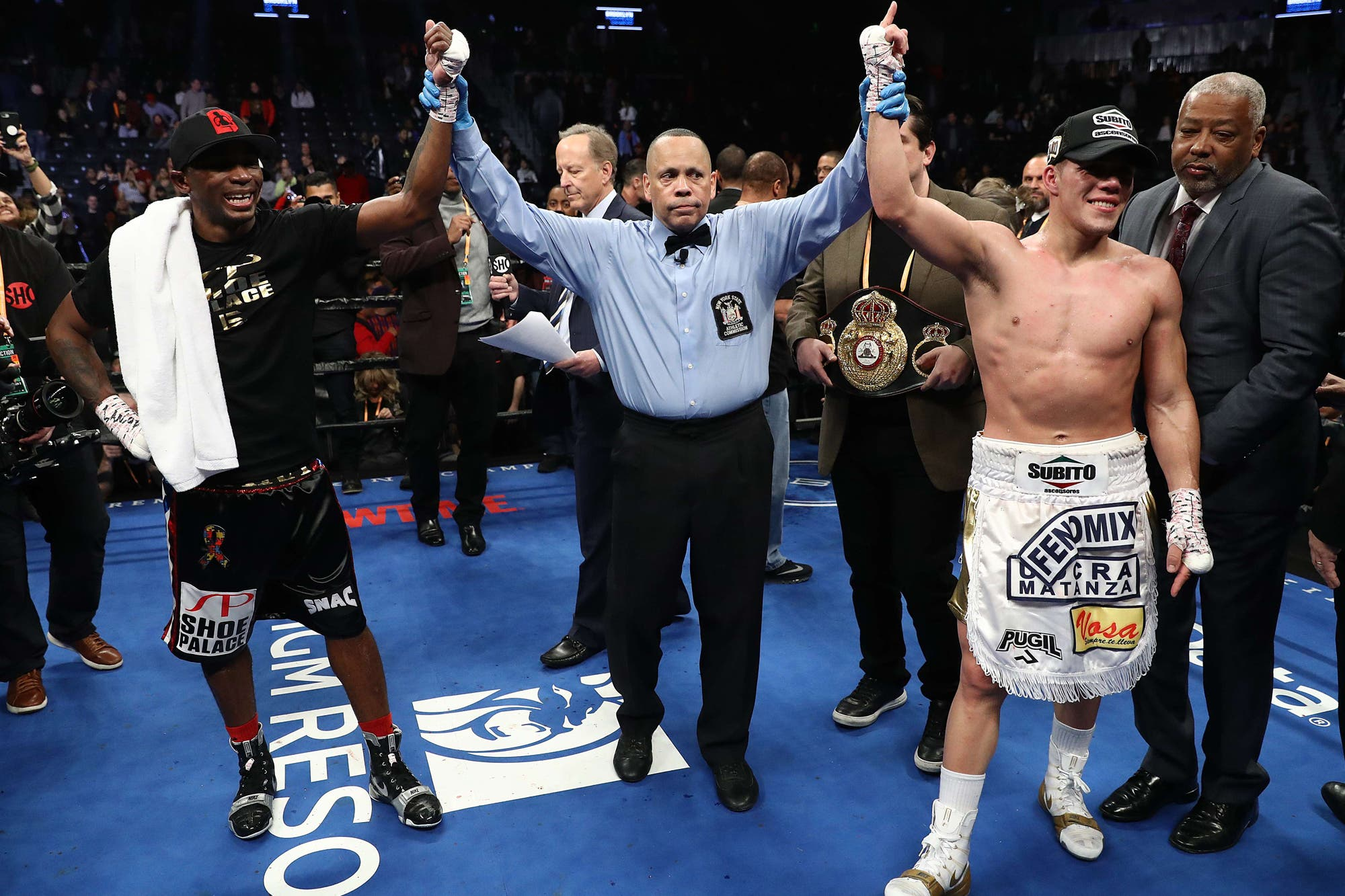 En un empate controversial, el argentino Brian Castaño retuvo su título mundial