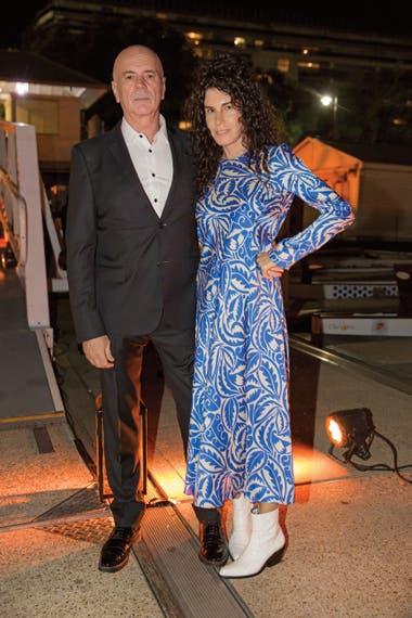 Cynthia Cohen (con un vestido de Zara) y Jorge Telerman