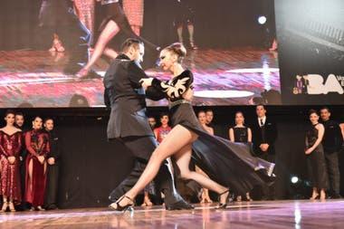 La pareja ganadora bailó el tema Kicho, por el Sexteto Mayor