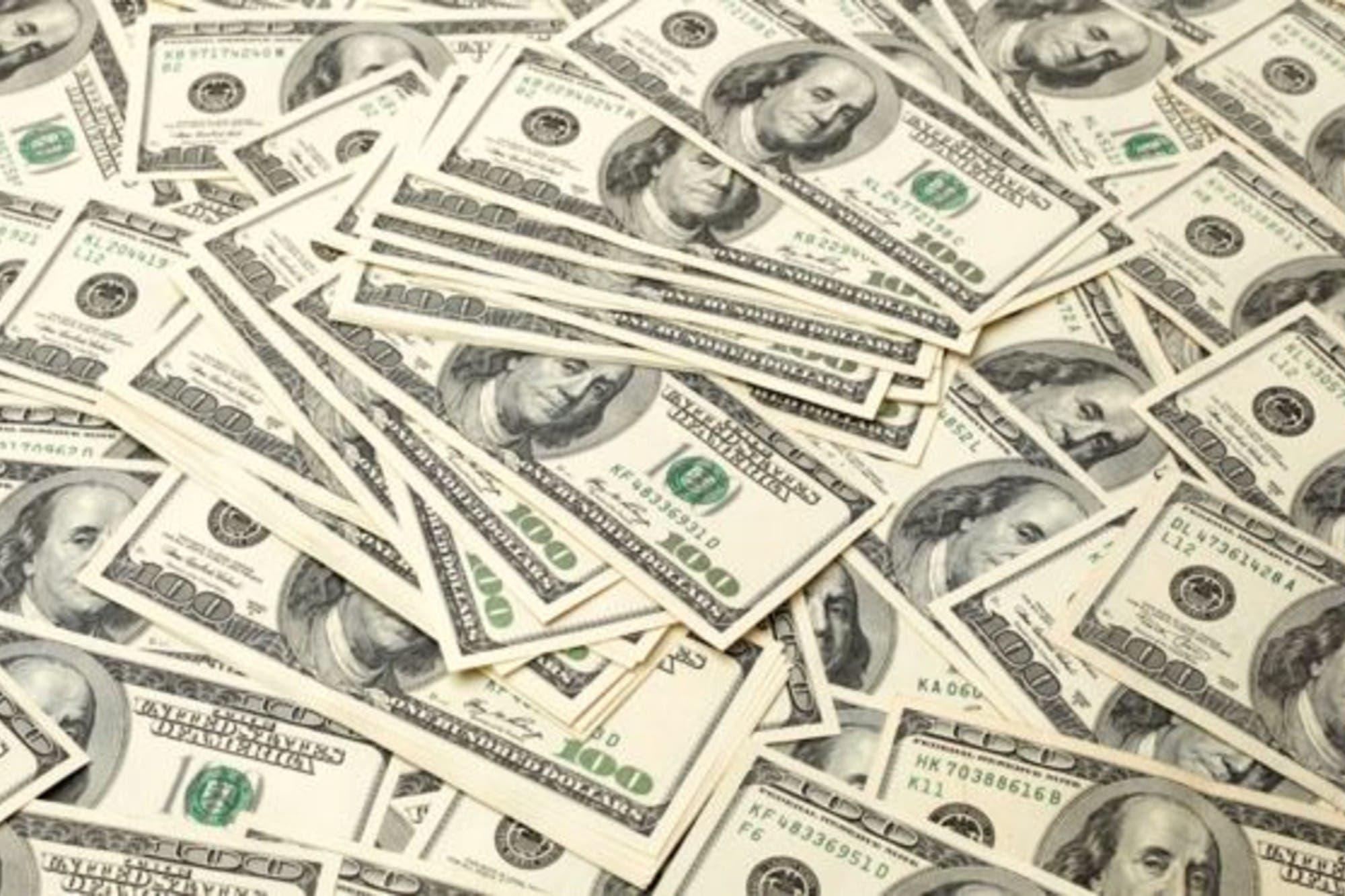 El Gobierno confirmó que los consumos en dólares tendrán un impuesto del 30%
