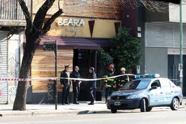 El entrepiso de un boliche de Palermo se derrumbó después de un show de la banda de cumbia Ráfaga. Dos chicas murieron y 25 personas resultaron heridas. La investigación comprobó que policías de la zona cobraban coimas para no clausurar el lugar