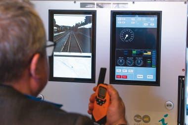 Control de un tren a través de tecnología móvil, durante un test drive en Schlettau, Alemania