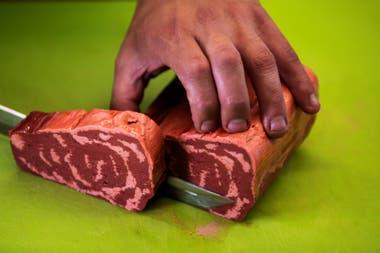 La firma israelí Redefine Meat creó un sistema de impresión 3D que permite producir hasta 20 kilos de carne artificial por hora para abastecer a restaurantes de alta gama