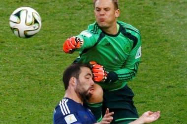"""""""Fue foul"""", dijo Gonzalo Higuaín sobre el choque con manuel Neuer en la final de Brasil 2014"""