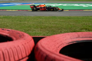 Max Verstappen no tuvo posibilidades de presentarle pelea a los Mercedes; el neerlandés, con el tercer puesto, se mantiene como escolta de Lewis Hamilton en el campeonato de Pilotos