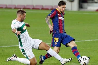 Messi en acción ante Elche.